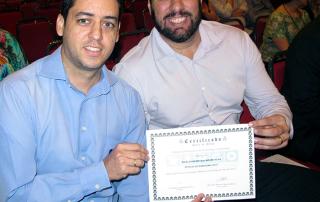 Comercial e diretoria recebendo certificado de patrocinador 2017